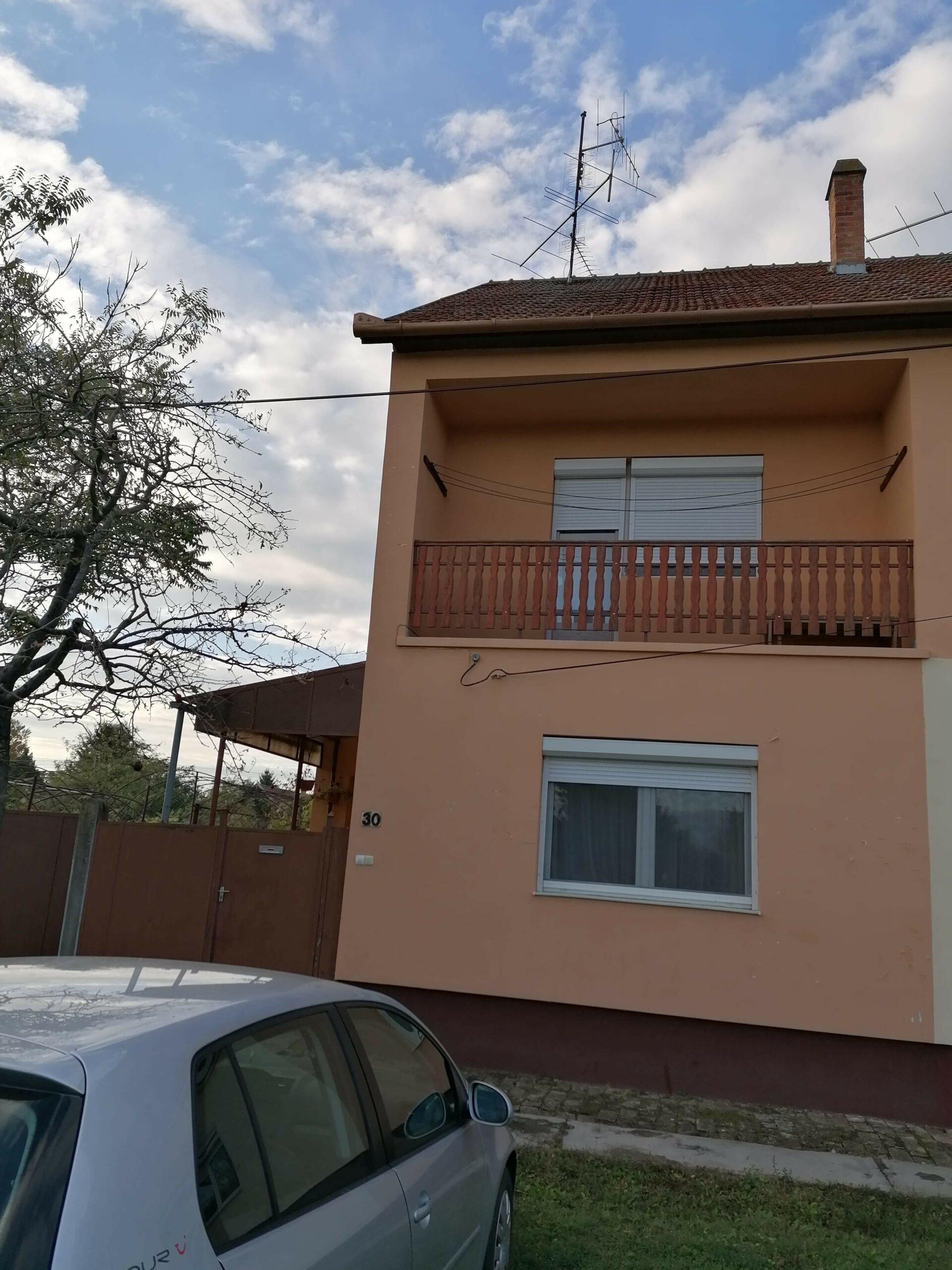 Csanádpalotán, nagyon igényes 2 szintes, hőszigetelt családi ház Eladó.
